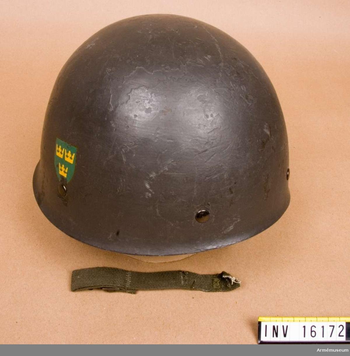 Hjälm med inredning m/1937 av gröna textilband.