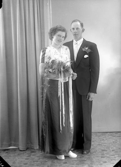 "Enligt fotografens journal nr 7 1944-1950: ""Markusson, Herr Ivan Ucklum""."