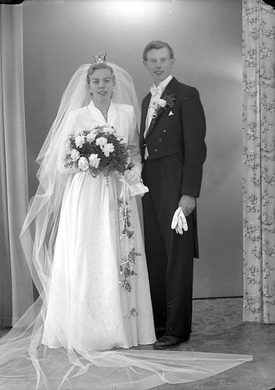 """Enligt fotografens journal nr 8 1951-1957: """"Axelsson, Herr Lennart Lökeberg, Vävra""""."""