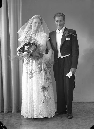 """Enligt fotografens journal nr 8 1951-1957: """"Johansson, Herr Stig Halleby, Jörlanda""""."""