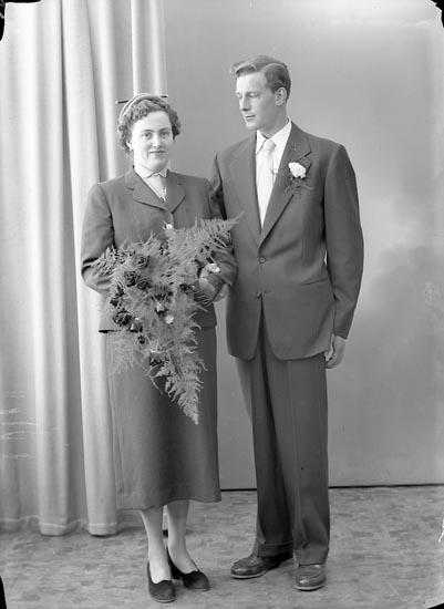 "Enligt fotografens journal nr 8 1951-1957: ""Nilsson, Herr Rune, Ingalseröd, Brodalen""."