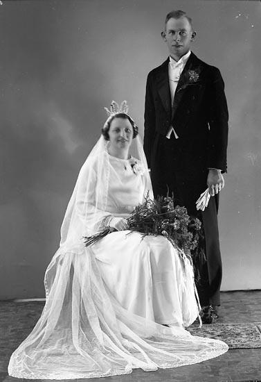 """Enligt fotografens journal nr 6 1930-1943: """"Larsson, Herr Enok Strand Grohed""""."""
