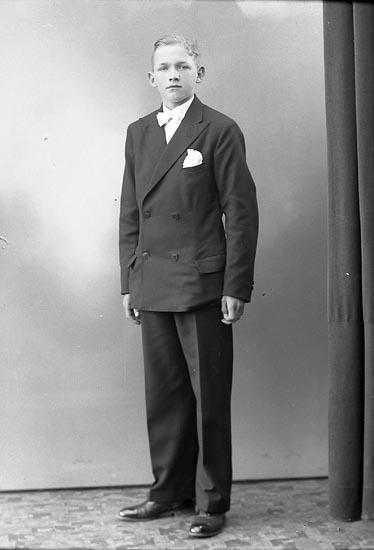 """Enligt fotografens journal nr 6 1930-1943: """"Andersson, Vallentin Röra Ödsmål""""."""