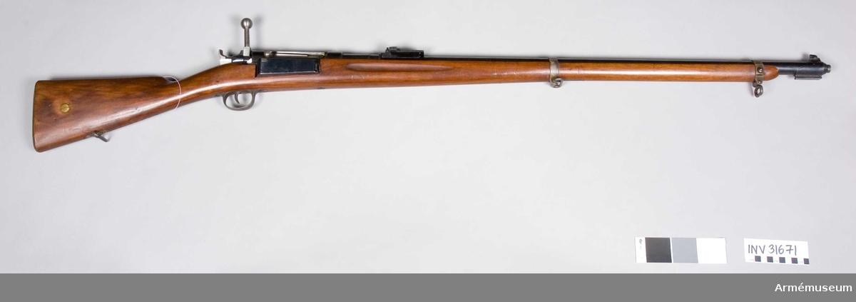Grupp E II. Med Krag-Jörgensens mekanism. Samhörande nr 31671-5, gevär, bajonett, rem, balja, hylsa.Bakladdningsgevär m/1889.
