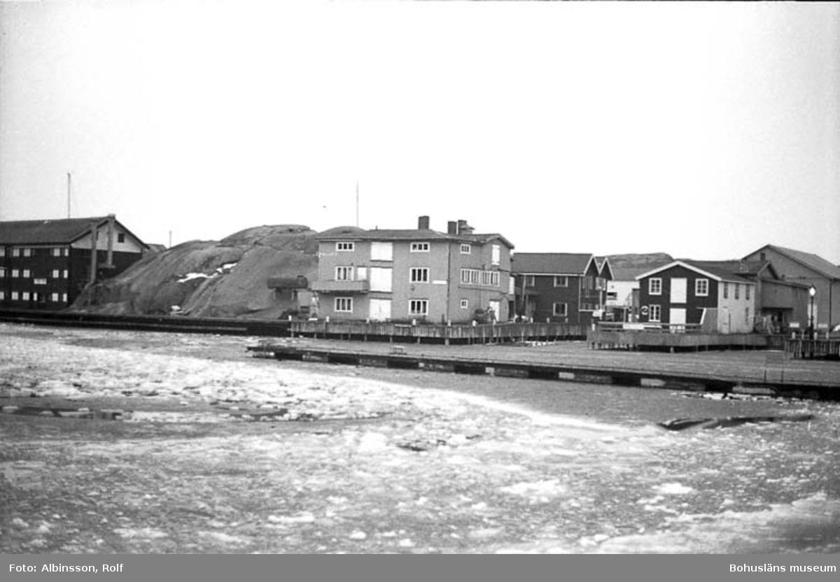 """Enligt fotografens noteringar: """"Bild på Rudolf Karlssons före detta konservfabrik. Verksamhet från 1942 och ett 20-tal år framåt.""""  Fototid: 1996 den 12 januari."""