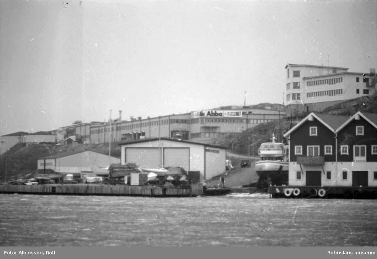 """Enligt fotografens noteringar: """"Abbafabriken från Hasselösundssidan."""" Fototid: 1996 den 12 januari."""