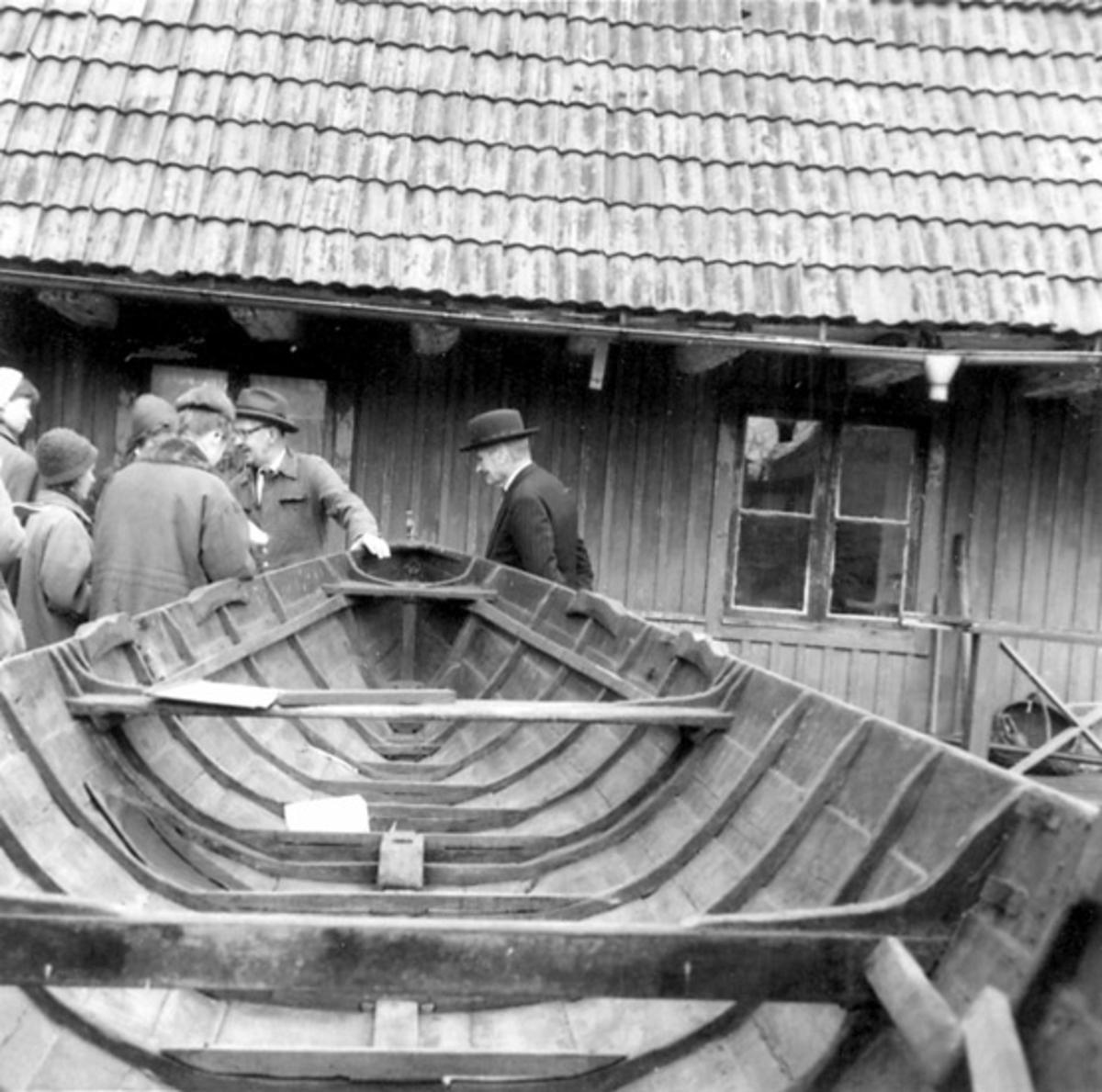 Fotot ät taget: 1958-11-12 - 1958-11-13 Skötbåt byggd av båtbyggare Arvid Engström 1901 för fiskare K. F. Juhlberg, båda från Vaxholm. Stockholms högskolas kurs i båtuppmätning 12-13 Nov. 1958.