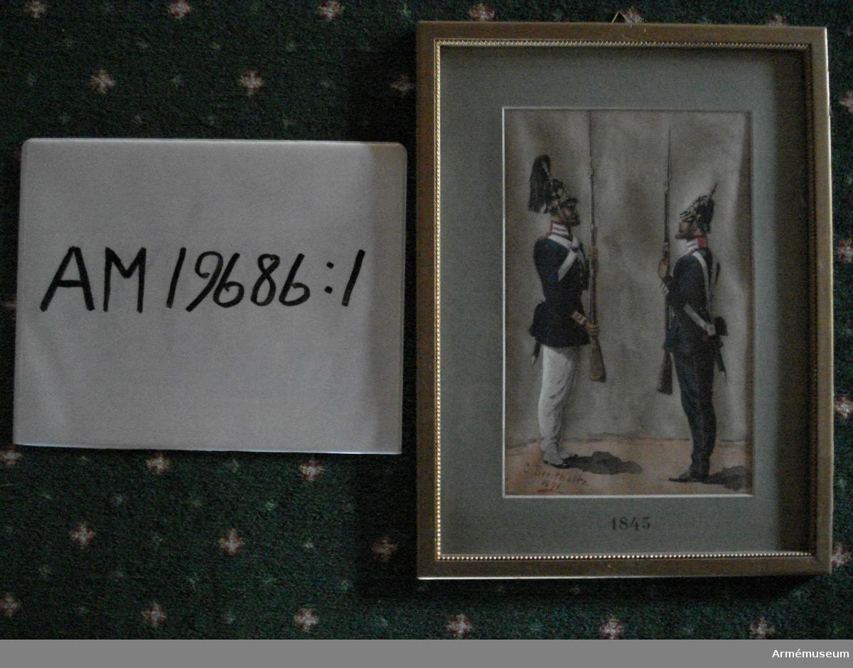 Grupp M I.   Helfigur åt venster, i paraduniform, med gevär och påskruvade bajonetter, båda iförda kolett; den ena bär björnskinnsmössa och uppstående vit plym, och vita byxor, den andra i pickelhuva med nedfallande vit plym och mörkblå byxor.  Infattning: glas, grågrönt passepartout, varå nedtill finnes tryckt 1888-1891; därutanför en slät, platt, förgylld träram med en pärlkant innerst. Tillverkad mellan 1845-91.