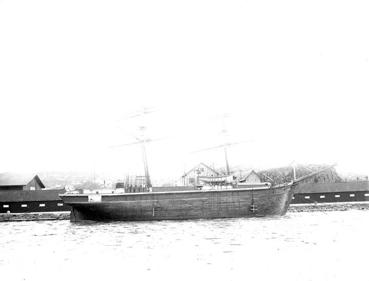 """Enligt senare noteringar: """"Briggen """"Mathilda"""" i Uddevalla hamn."""""""