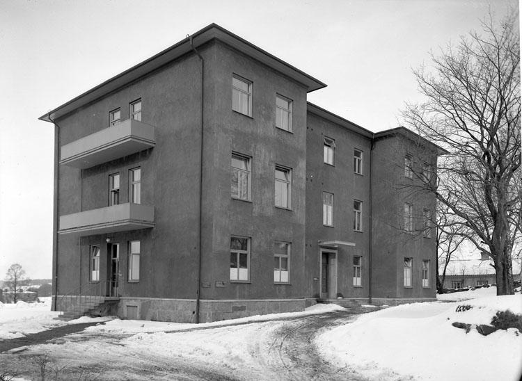 """Uppgift enligt fotografen: """"Uddevalla. Lasarett BB-avd. Exteriör."""""""