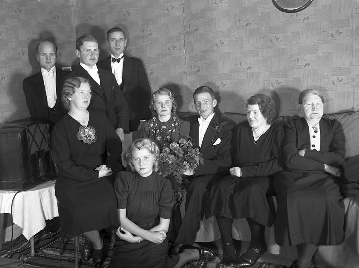 """Text till bilden:""""Gustav Utbergs bröllop 19/10 1940""""."""