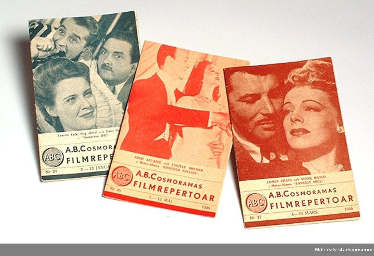 "Foldrar med A. B. Cosmoramas filmrepertoar 1946, tryckta hos C. R Holmqvists Boktr. A.- B., Göteborg.Nr 29 (MM03820:1), 7 - 13 jan. Framsida: Lauritz Falk, Stig Järrel o. Gaby Stenberg i ""Gomorron Bill"".         Nr 37 (MM03820:2), 4 - 10 mars. Framsida: James Craig o. Signe Hasso i ""Farligt spel"".Nr 46 (MM03820:3), 6 - 12 maj. Framsida: Fred Astaire o. Lucille Bremer i ""Ziegfeld Follies""."