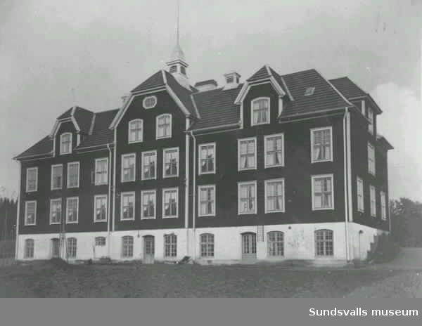 Familjebilder, Pär Pärsgården, familjen Nordlund, f d barnhemmet,  tingshus, fotbollslag m m