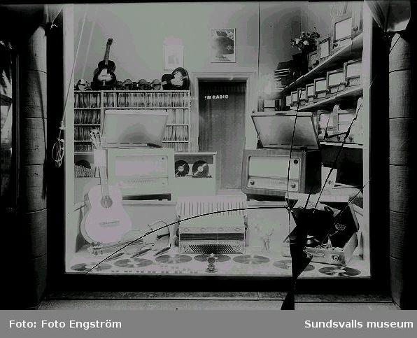 Bröderna Nyströms Radioaffär, skyltfönster.