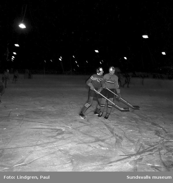 Ishockeymatch på stenkrossplan.