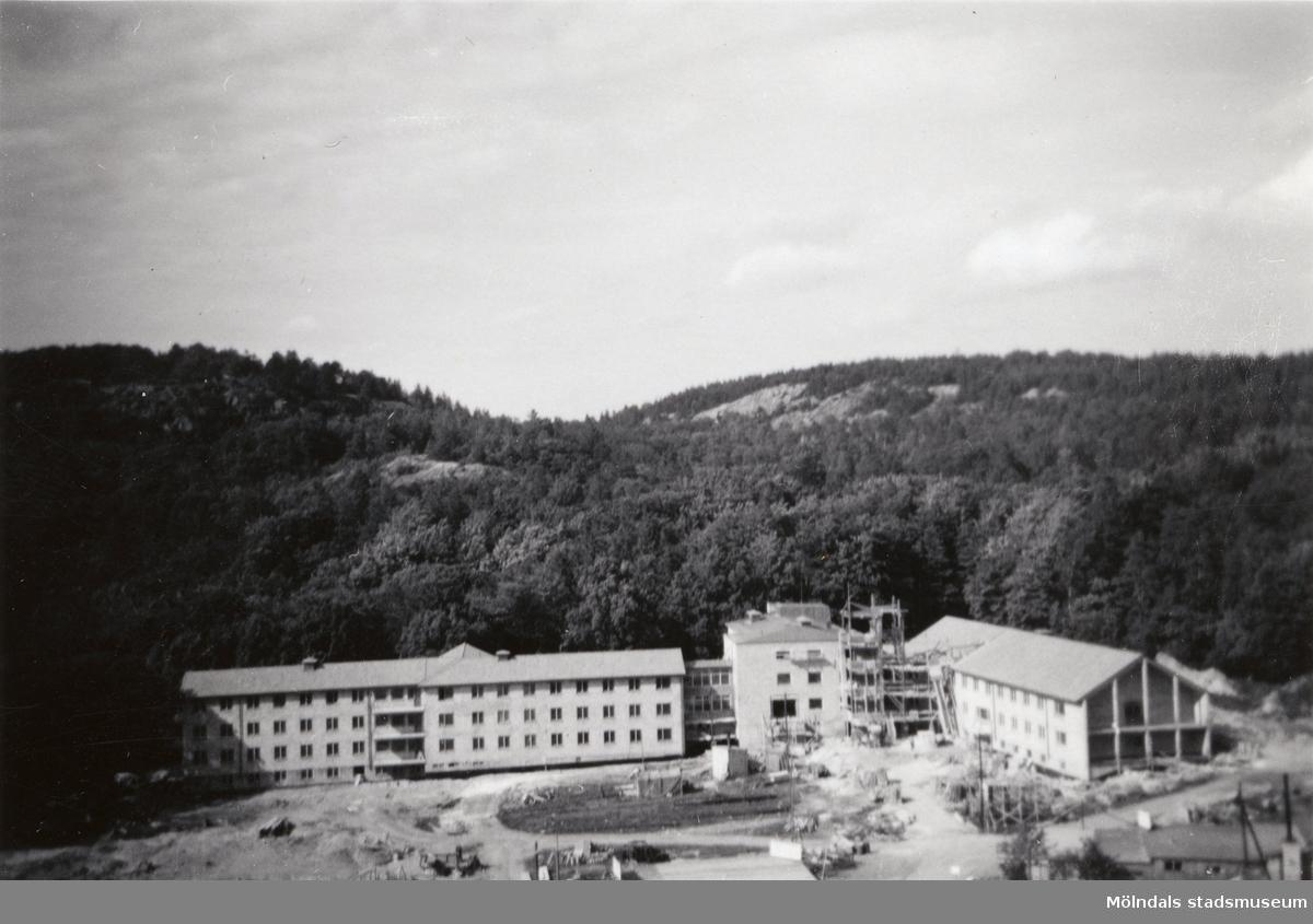 Lackarebäckshemmet i Mölndal under byggnad år 1950.