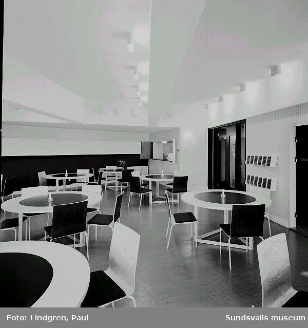 Interiör från samlingssal i Nacksta kyrka, ritad av arkitekt Peter Celsing och invigd 1969.