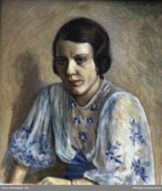 Målning utförd av Teodor Lindbäck, Lindome, 1934. Olja på duk. Porträtt av Margit Hult, f, Johansson 1910. Margit flyttade till Bräckavägen i Lindome 1934 och sökte upp Lindbäck, då hon själv var intresserad av konst. De målade tillsammmans. Margit äger tavlan.