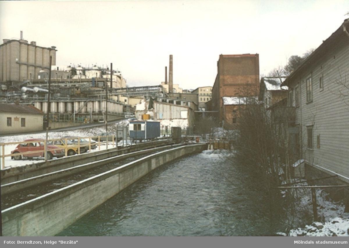 Mölndalsfallen från Forsebron. Till vänster syns Soab. 1970-talet.