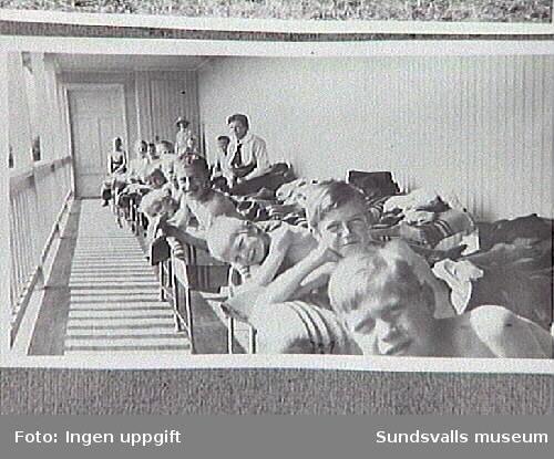 Nedbäddade i sängarna skulle de tuberkulösa barnen inhämta frisk och stärkande luft.