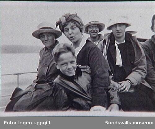 Ombord. Fr v Maja och Gustav Braathen, Aggi Kaltenborn, Gunhild Jansson (el Jonsson) samt Ellen Knöös.