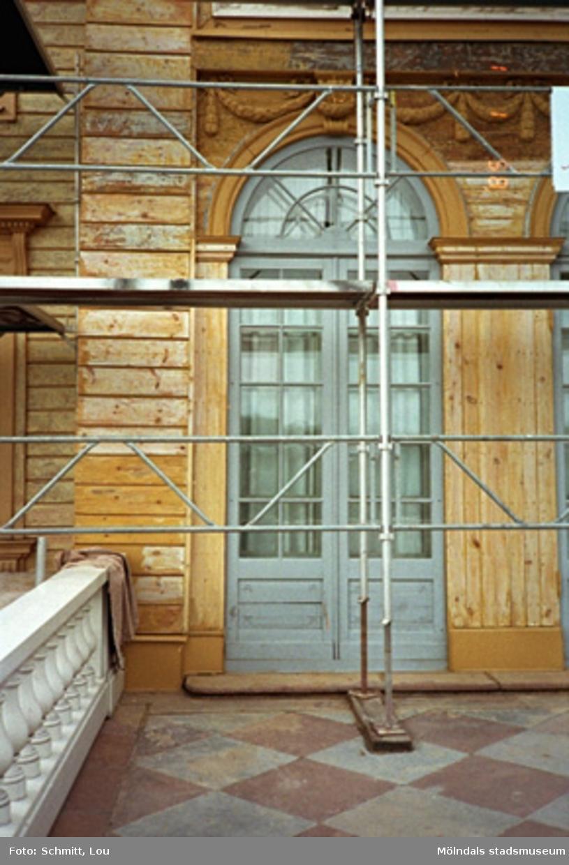Exteriör renovering av Gunnebo slott, maj-november 1995.