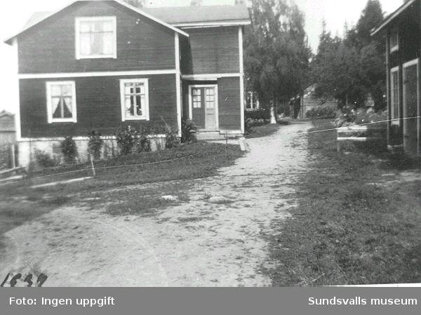 """Hemmanet """"Igeltjärnstorpet"""" på område som nu upptas av  Sundsvalls sjukhus Byggnaderna revs 1971"""