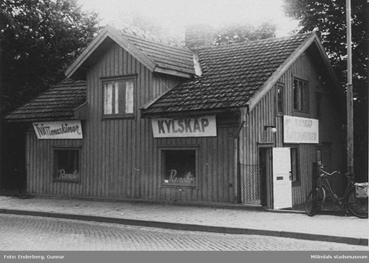 """""""Netterbladska torpet"""", senare elaffären Renator. Frölundagatan 15 (f. Mölndalsbro 65) år 1961."""
