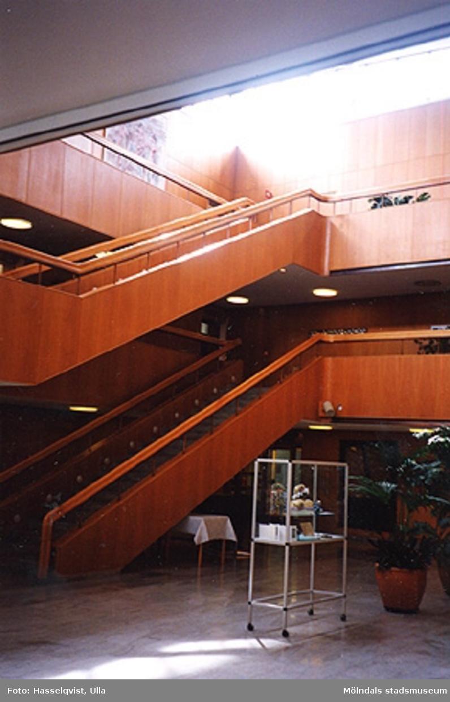 Byggnadsdetaljer: Trappa och trapphall, augusti 1994.