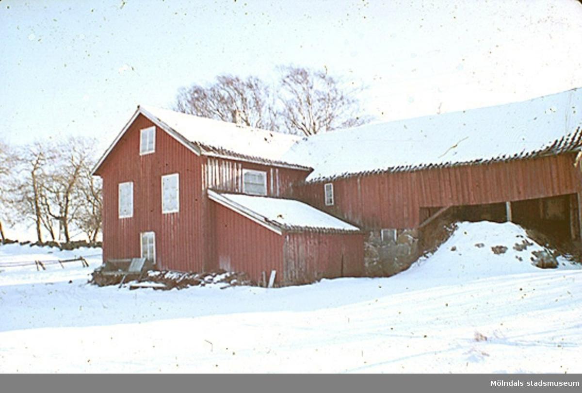 Många av Mölndals stadsmuseums föremål (inom snickeriet) är tillvarataget från Rösera gård.