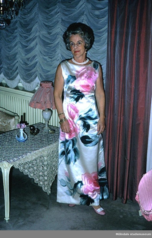 Margit Wannerberg på bröllop troligtvis vid S:ta Birgittas kapell. Efter 1975.