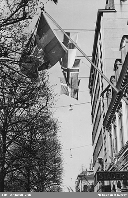 Vi firar FREDEN, åker in till Göteborg och lunchar på Gillblads! 1943-1946.Laboranter från SOAB-Svenska Oljeslageri AB, Kvarnbygatan, Mölndal.