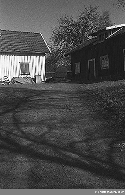 Bostadshus.Backen 2:2 i Kållered, cirka 1996-03-18.