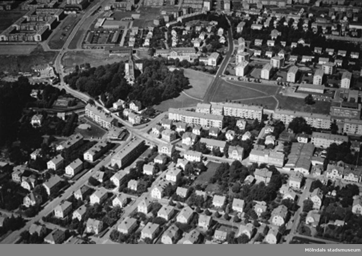 Flygfoto över Broslätt, Mölndalsbro och södra Bosgården. Foto över stadsdelen Trädgården och Störtfjället från Nordväst.