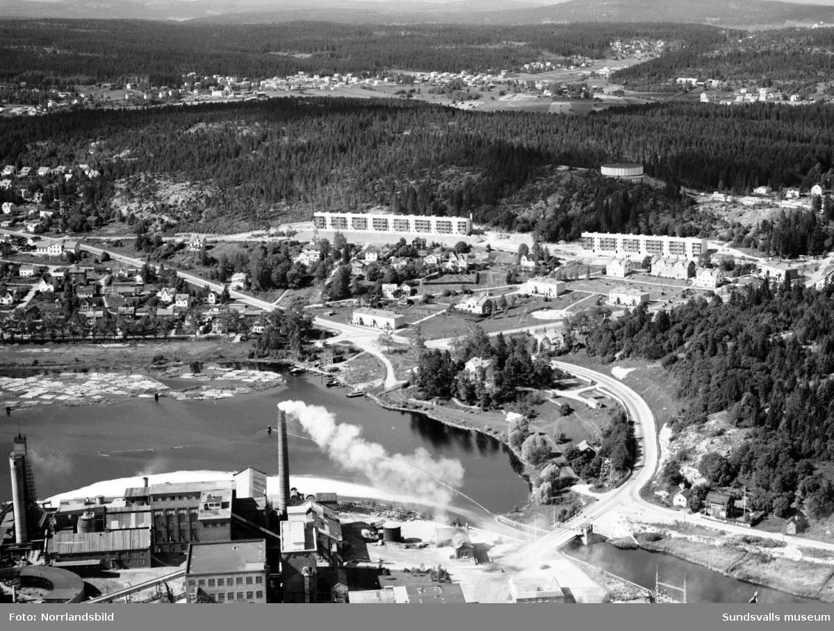 Flygfoto över Tjädervägen i Skönsberg, fotograferat från Ortviken.