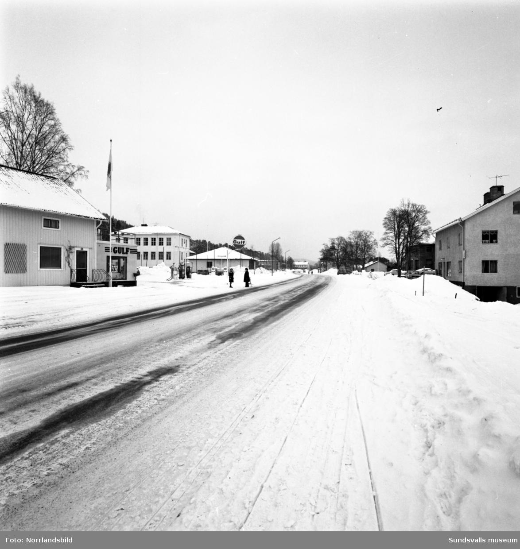 Bilder från samhället i Hassela, hus, vägar, kyrka.