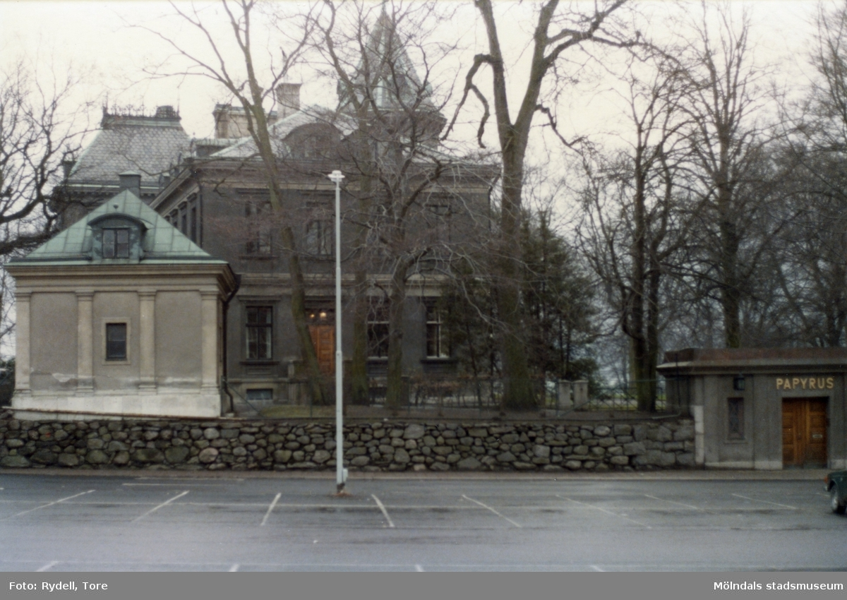 Pappersbruket Papyrus disponentbostad Villa Papyrus sedd från Kvarnbygatan i Mölndal på 1970-talet.