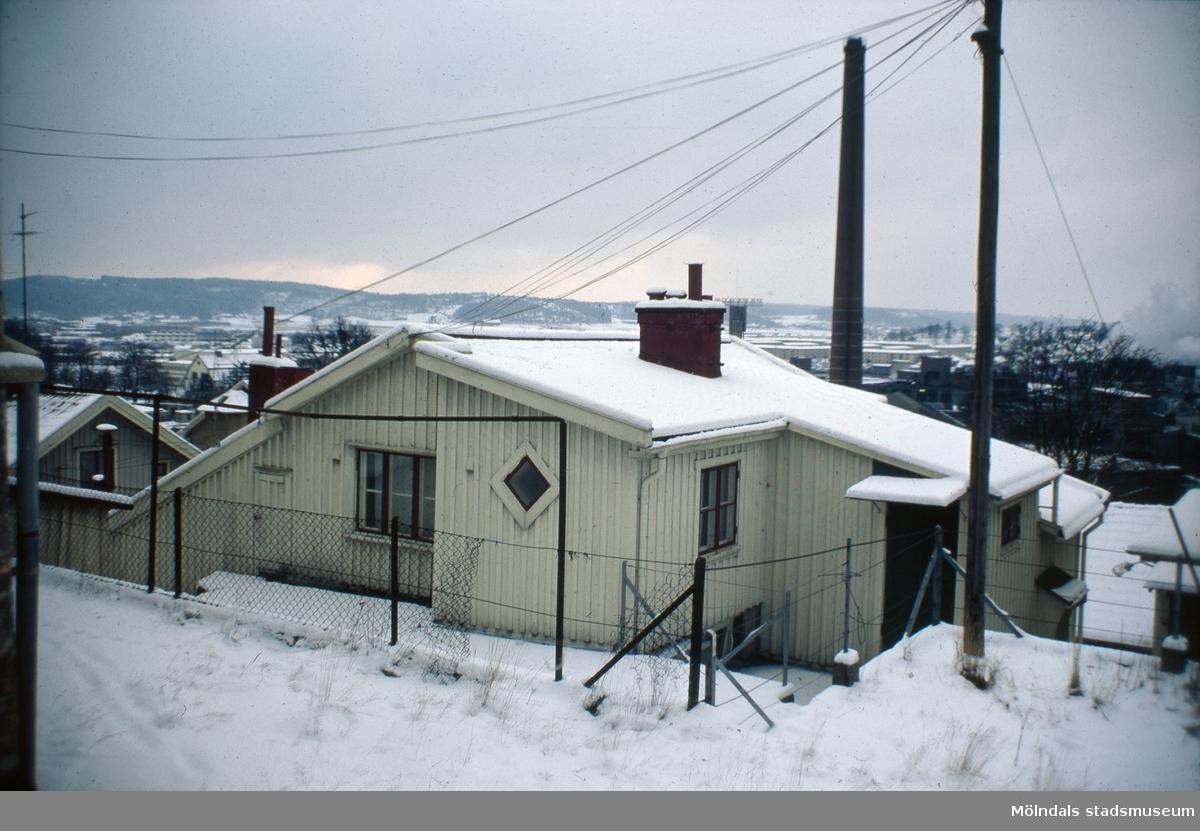 """Roten M 21, """"Knäcke-Karlssons hus"""", i Mölndal, 1970-tal."""