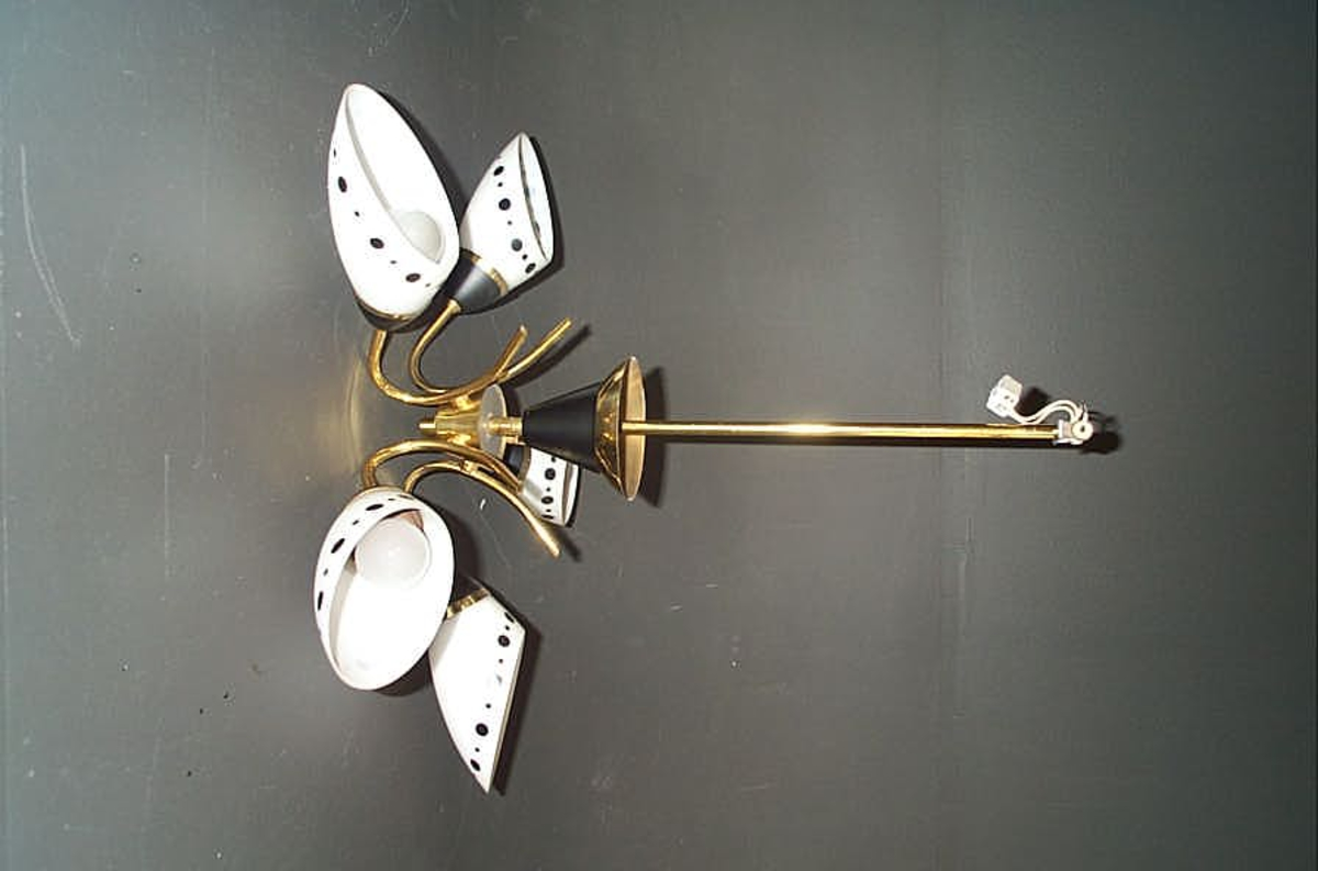 Form: Taklampe med 5 liljeforma armar