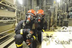 Beredskapsøvelse på Statfjord C.  To personer utstyrt med pu