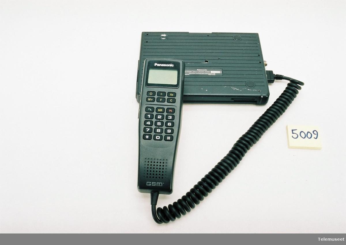 Type EU-2803 Serial no: 11898 Standby tid: 12T. Sendetid 40min Batteri: Panasonic 12V 1,2A Ni-Cd Ble levert med stort og lite SIM kort