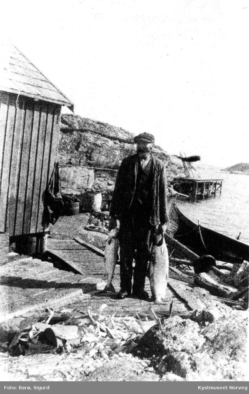 Johannes Strøm med laks på Versøya.