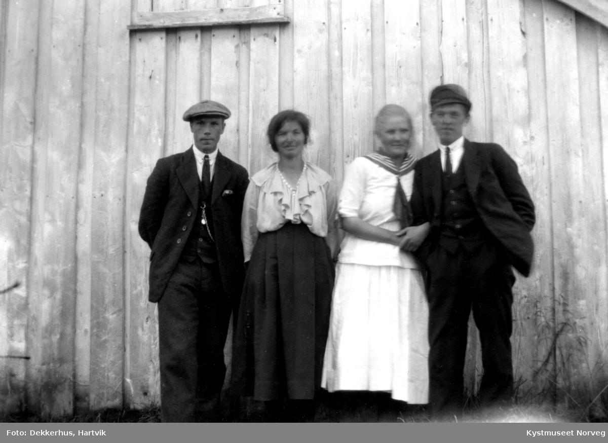 Jens Ofstad, ukjent Karen og Einar Ofstad
