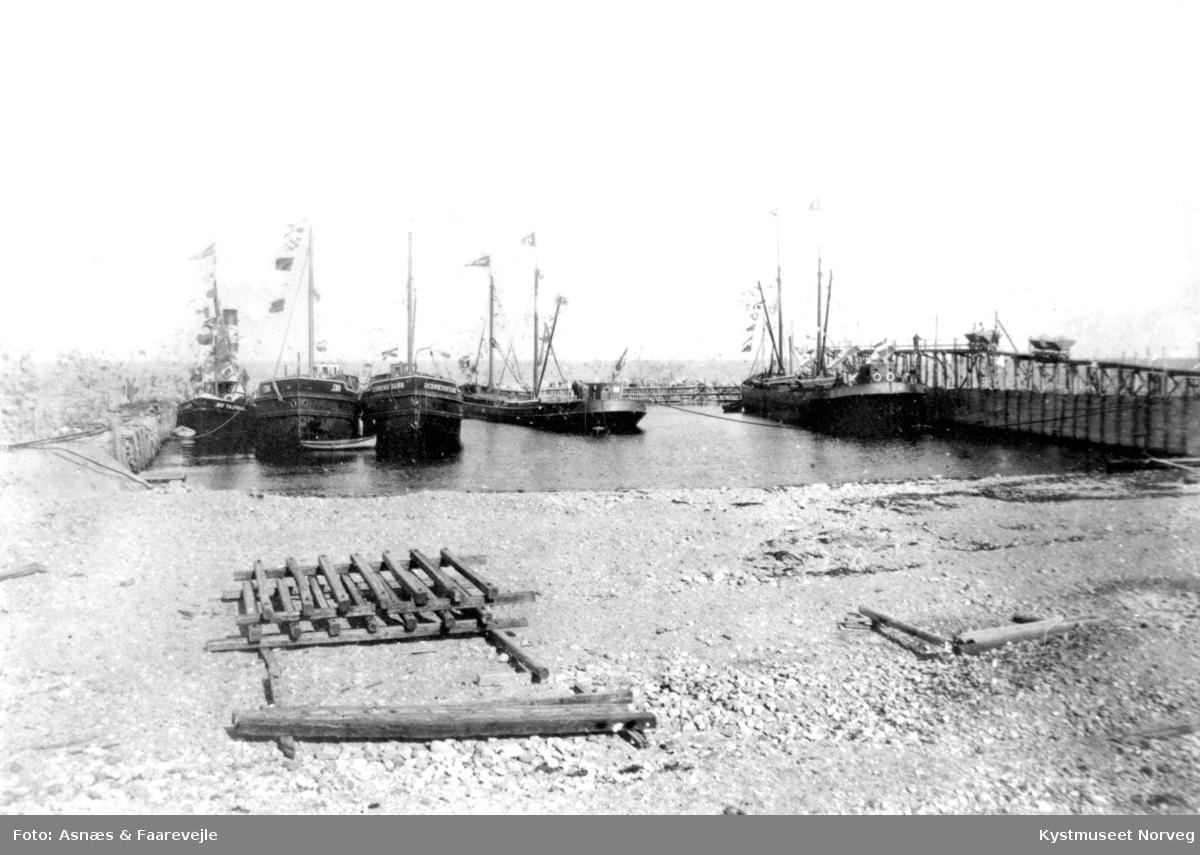 """""""Braunschweig"""" og """" Kiel"""" i havn"""