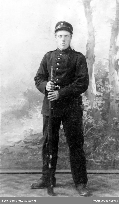 Einar Barø i uniform