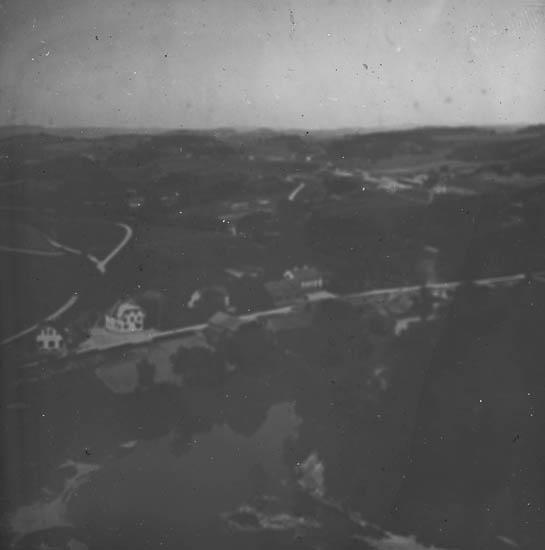 """""""Munkedal. Här ser vi den vackra Kvistrumsdalen på Munkedal. Nederst på bilden synes  Kvistrums gästgivaregård."""""""
