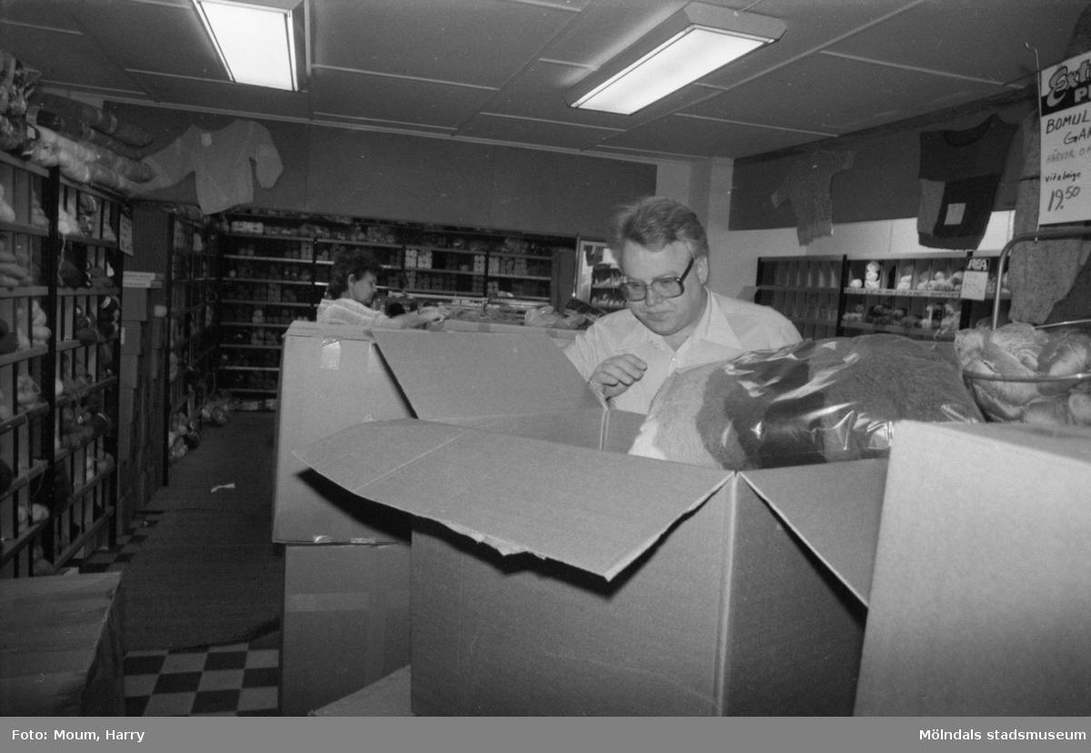 Garnaffär i Kållered, år 1984.  För mer information om bilden se under tilläggsinformation.