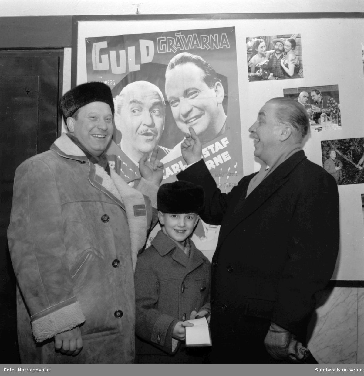 """Filmen """"Guldgrävarna"""" med Carl-Gustaf Lindstedt och Arne Källerud går på Sagabiografen, och huvudpersonerna är på plats."""