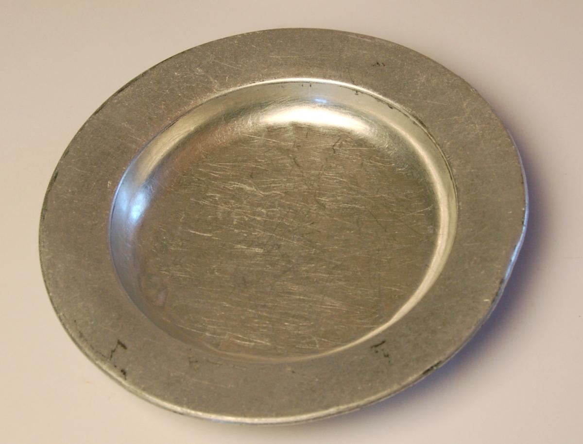 Djuptallerken av aluminium egnet til bruk under røffe forhold.