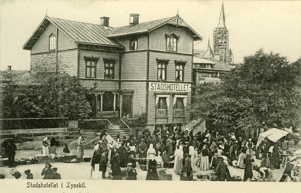 """Text på kortet: """"Stadshotellet i Lysekil""""."""